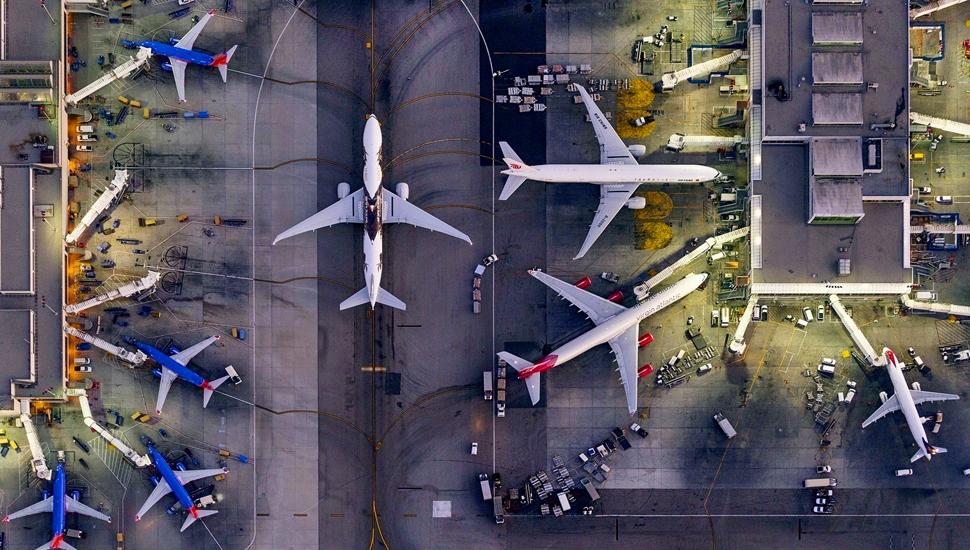 摄影师高空航拍美国城市景观