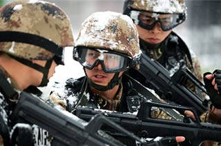 北京军区警卫部队恶劣雪天练兵