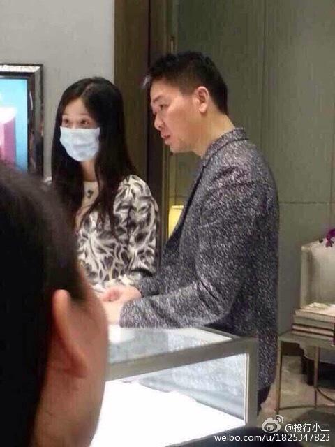 奶茶妹妹刘强东高档商场选戒指