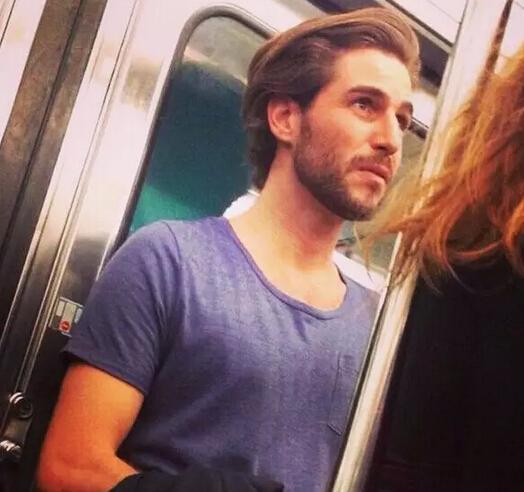 英国街头帅哥照片集_偷拍有真相 英国地铁帅哥韩国街头警察爆红_娱乐_环球网