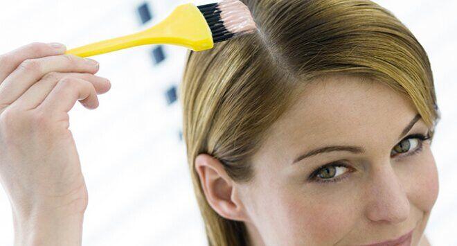 美媒盘点4个染发小窍门 在家也能轻松染发