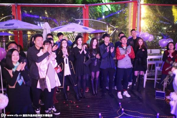 朱芳雨带女伴助阵恒大门将求婚 网友:公开的节奏
