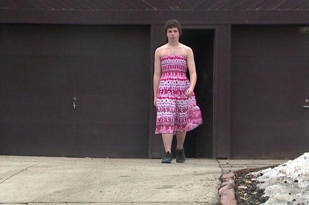 男生穿女装上学