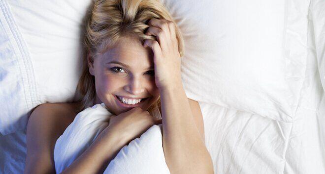 """美丽肌肤""""睡""""出来睡眠不足带来四大肌肤问题"""