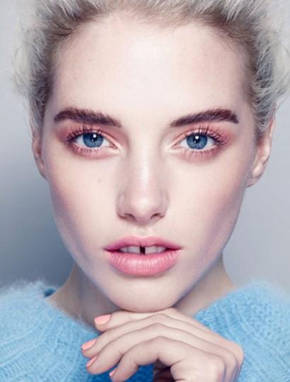 新型激光手术让你拥有湛蓝双眼 科学家称易使眼部受损