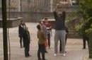姚明广安小学支教14天 现场教打篮球引围观拍照