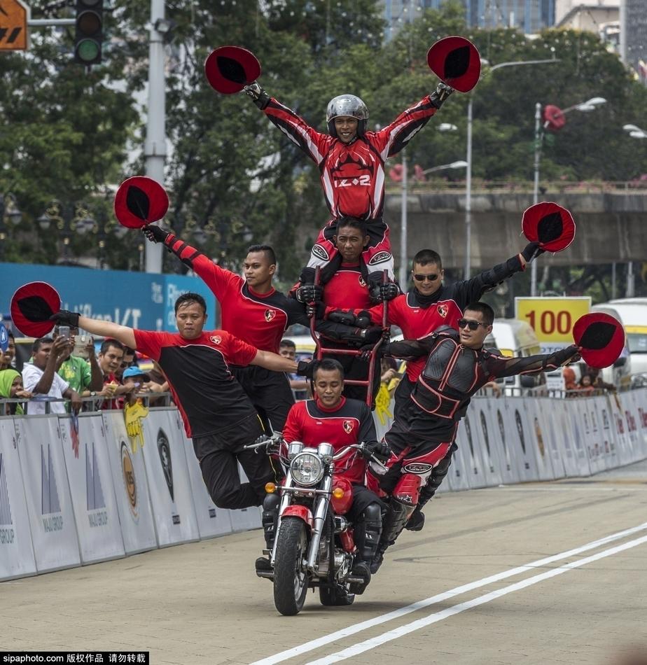 马来西亚摩托车酷炫表演秀绝技