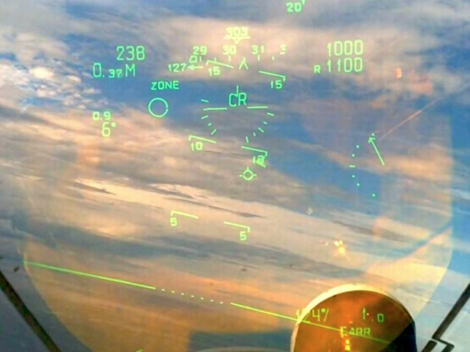 印度维克拉玛蒂亚号_HUD视角看印度舰载机起降航母_军事_环球网