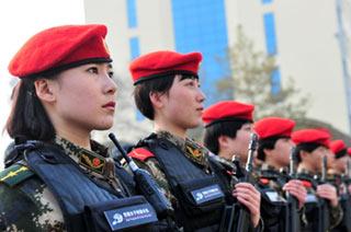 新疆雪鹰女子特勤队授旗仪式
