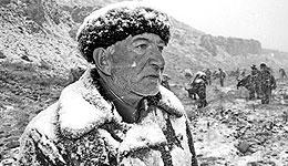 新疆老人:世代不忘党!世代不忘解放军!