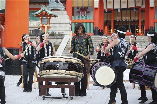 米歇尔在日本著名高中与高中生一同示范太鼓阜阳省级景点表演图片