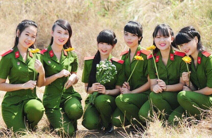 太蕾丝!越南美女抹胸警察如云美女部队养眼黑色图片