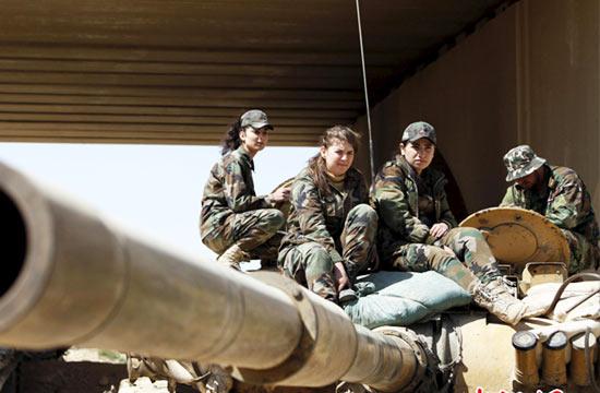 叙政府军女子突击队稚气未脱