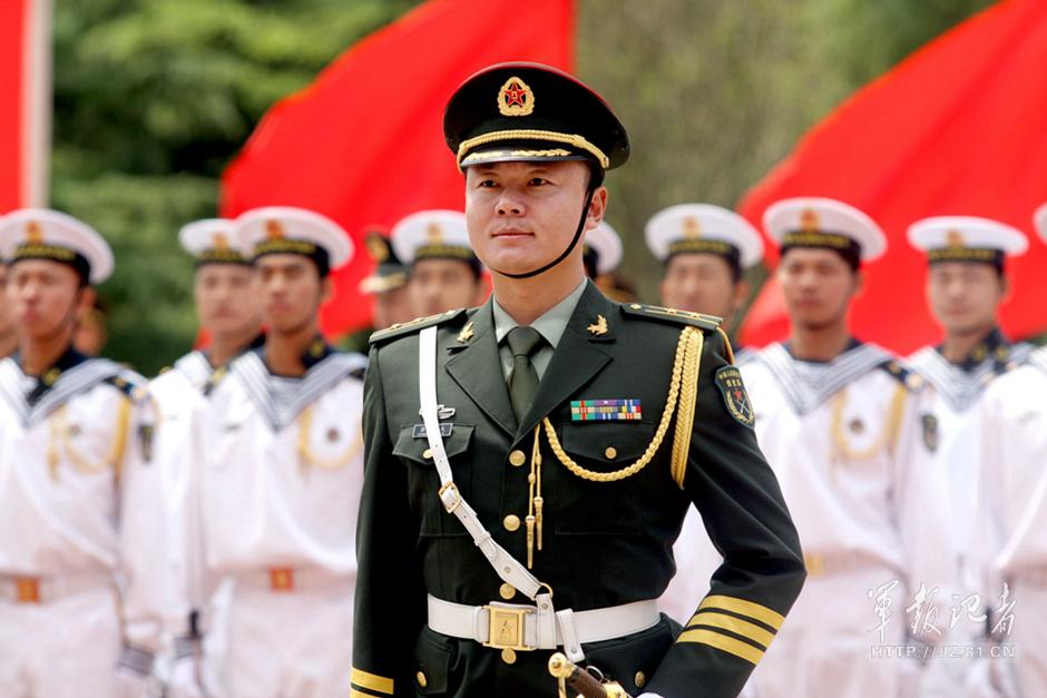 """阁下,中国人民解放军三军仪仗队列队完毕,请您检阅!"""" 一?-解放"""