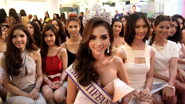 泰国变性人选美赛竞争激烈 个个性感妖娆