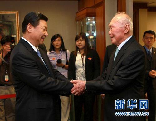 历任中国领导人与李光耀会见珍贵合影图片