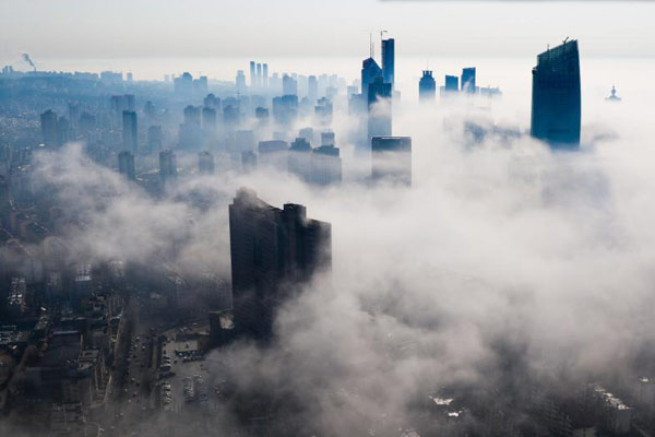 青岛现平流雾景观美如仙境