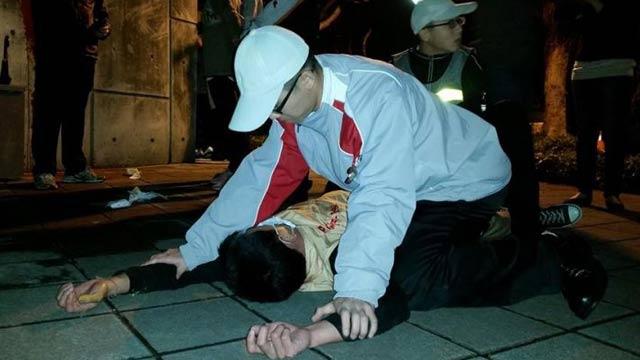 """台湾""""独派青年军""""夜袭马英九官邸被制服在地"""