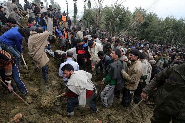 克什米尔地区发生泥石流 至少10名居民被掩埋