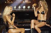 众女星拍摄性感大片 卡戴珊凯特拼胸秀腿