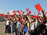 中国海军战舰接也门同胞回家