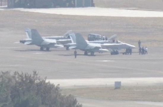 美军2架F18战机迫降台湾机场