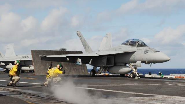 美军两架F18战机迫降台南基地 军方称意外