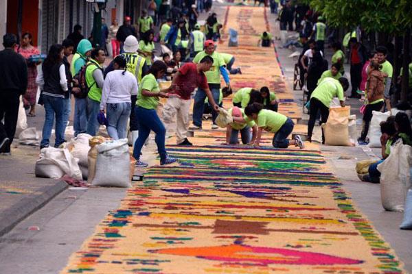 危地马拉打造长2300米彩色地毯
