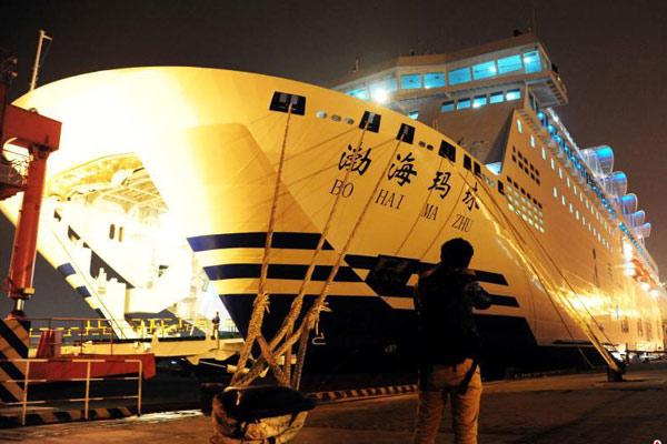 """豪华客滚船""""渤海玛珠""""轮投入运输"""