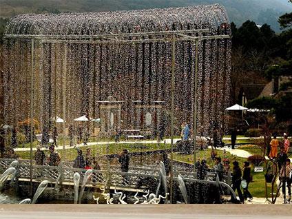 日本玻璃之森美术馆:水晶玻璃攒出童话城堡