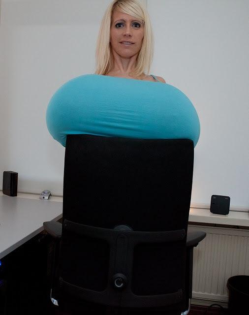 军事资讯_全球最大的人造胸部 每个乳房达9公斤_健康_环球网