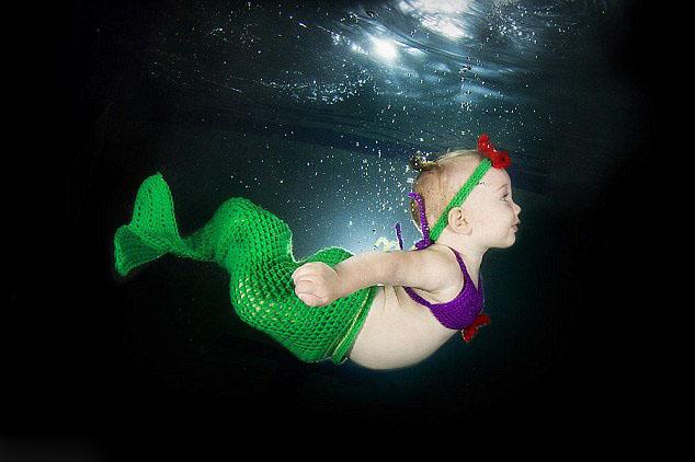 萌死人!摄影师拍婴儿水下