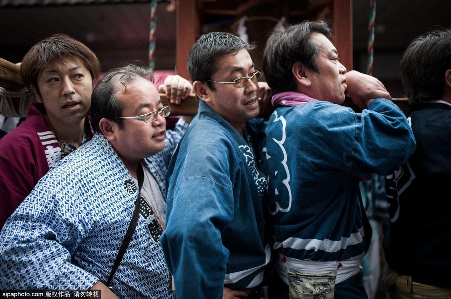 日本川崎庆祝铁男根祭 民众集体膜拜