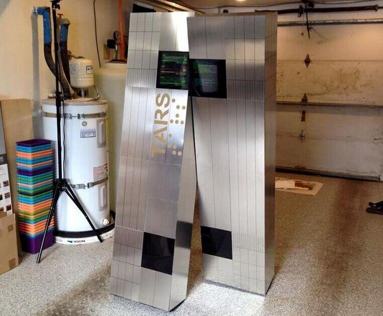 乐高达人打造《星际穿越》智能机器人Tars