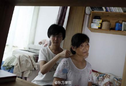 隆胸手术过程_道德模范刘霆变性成女人 隆胸手术过程曝光_娱乐_环球网