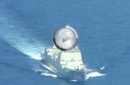 P-8A反潜机近距离拍摄我军052C神盾舰