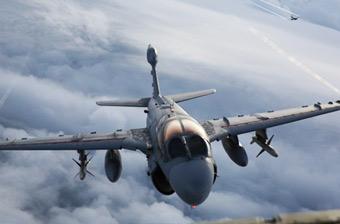 美军拍摄EA-6B电子机飞行美照