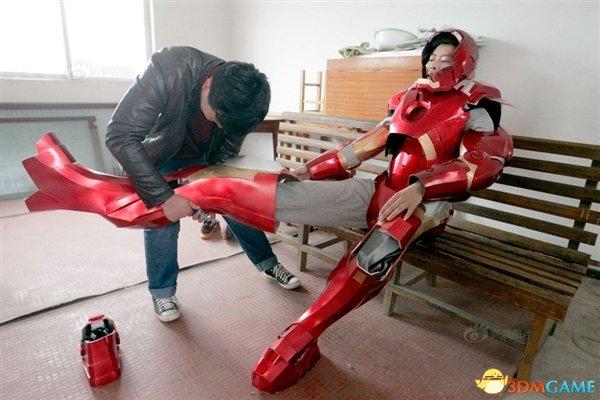 中国学生自制山寨钢铁侠战衣!仅花费500元还挺酷