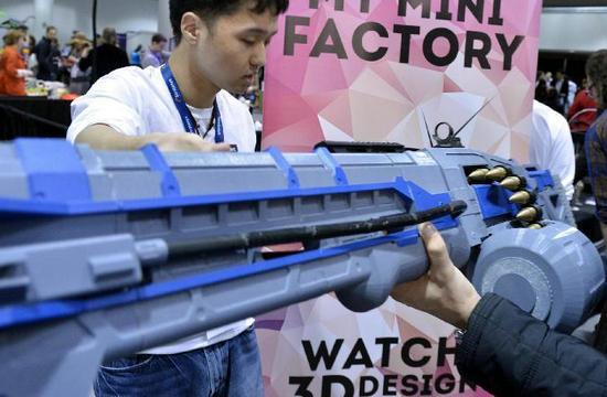 美3D打印造出好大一把仿真枪