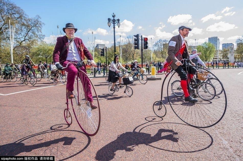 英伦敦复古骑行活动 市民穿越感十足