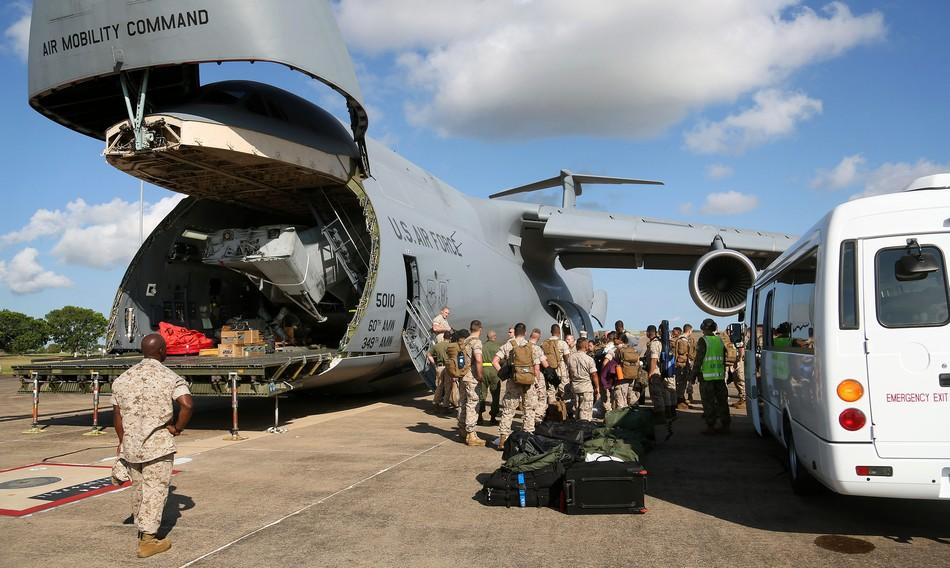 中国最大军用运输机_美军最大运输机装下最大直升机_军事_环球网