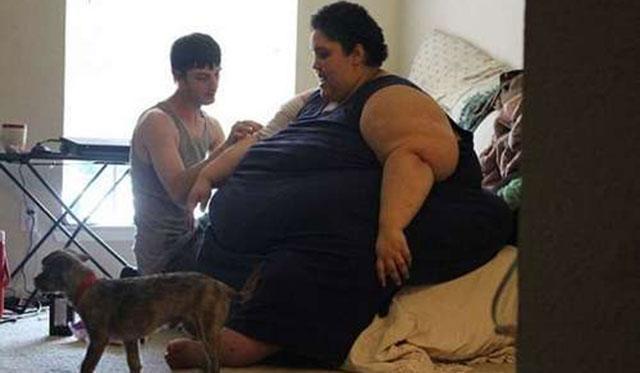 美国女子体重600斤 丈夫悉心呵护不让减肥