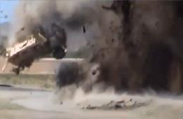 实拍阿富汗军车被简易爆炸装置炸飞