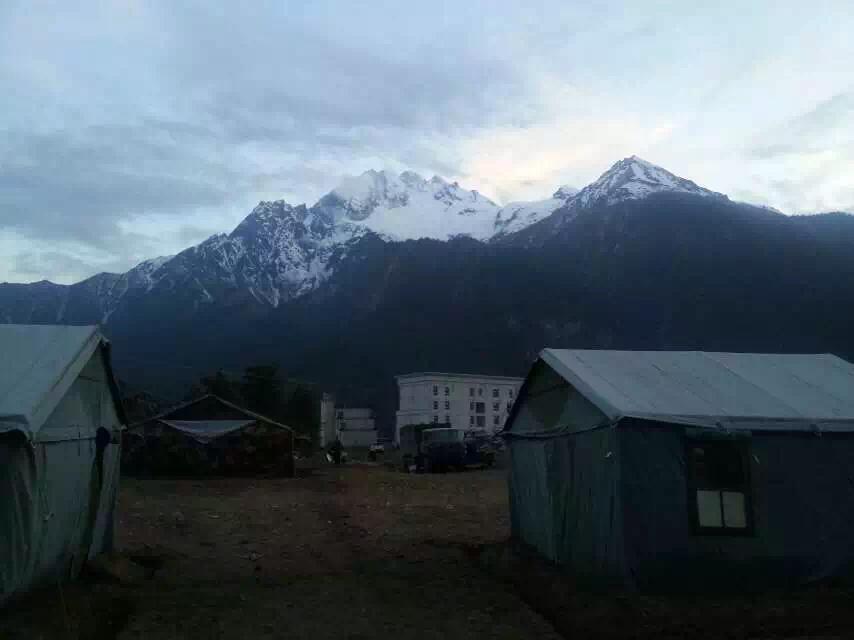 记者探访西藏吉隆县最大灾民安置点