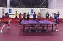 王励勤世乒赛甘当陪练 鼓励尼泊尔球员竖起拇指