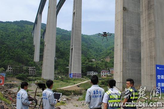 世界第一高墩龙潭河特大桥迎来无人机体检(图)