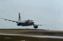 惊心动魄:十大客机超低空飞行画面