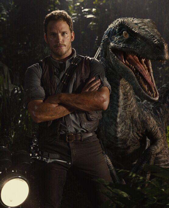 《侏罗纪世界》曝光掠食者恐龙 星爵被狂追险丧命