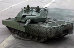 新加坡豹2坦克展示炮塔稳定原地转动