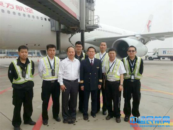 东航总经理刘绍勇劳动节亲自驾机执飞航班